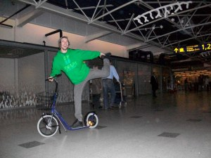 found this bike at the aiport....got some skills ;)